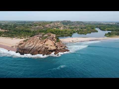 Sri Lanka, Arugam Bay: Elephant Rock Surfing