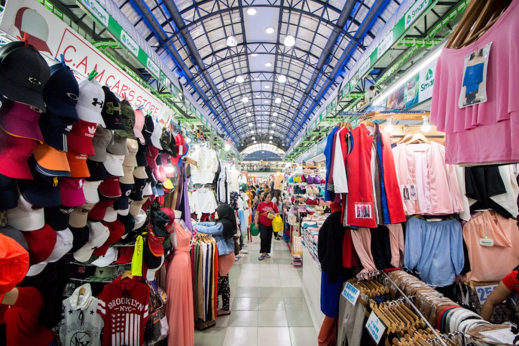 3 days in manila the perfect travel itinerary for the philippines souvenir and local handicraft shopping may be done in this market as well always make sure to haggle at the lowest you can a general rule is to always solutioingenieria Choice Image