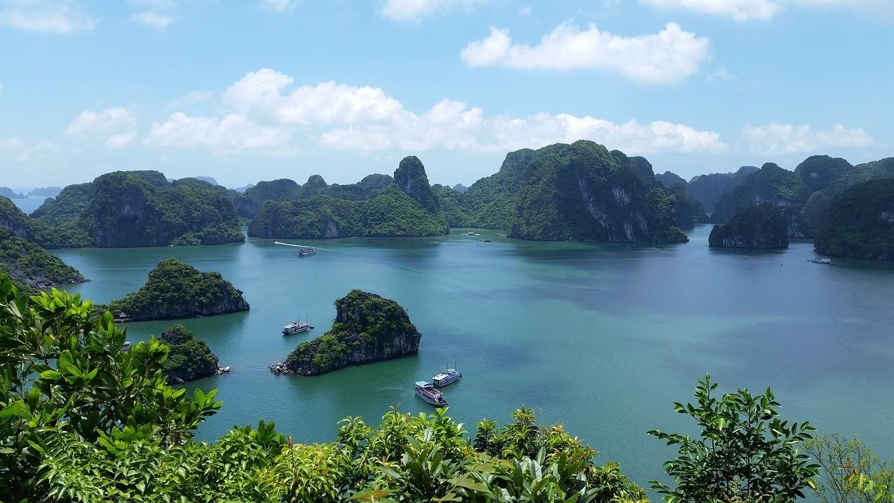 Ha Long Bay Beaches , Vietnam