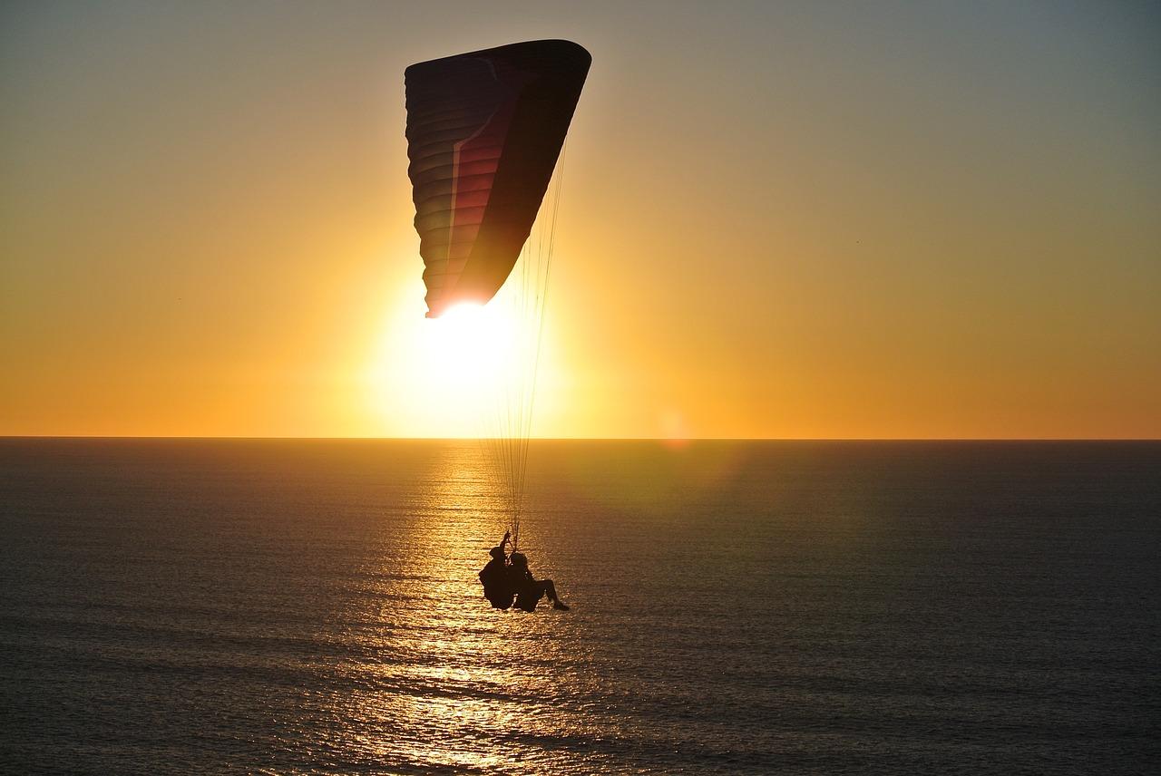 paragliding in uluwatu, bali