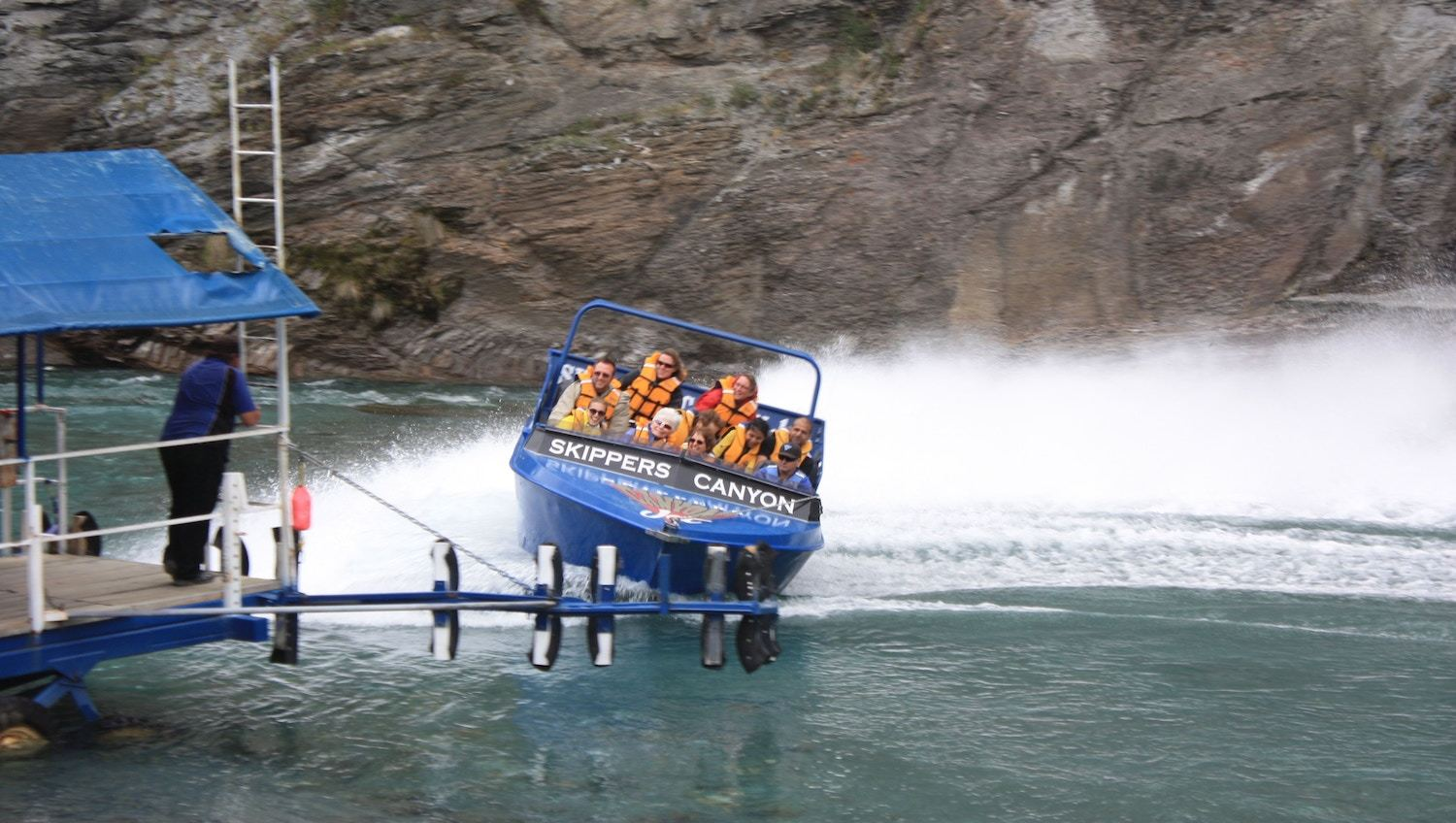 Shotover Jet - cheap queenstown accommodation
