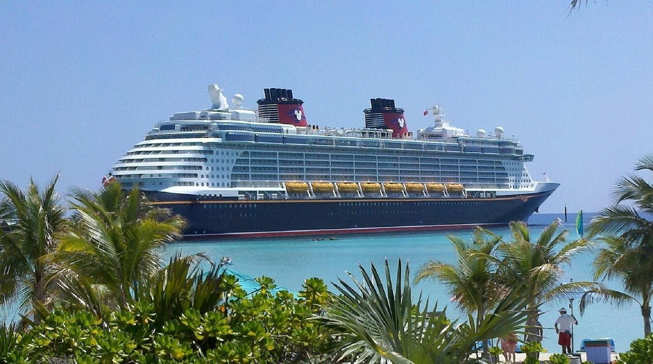 sneak alcohol on cruise