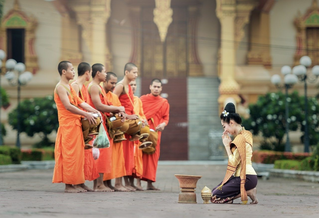 Monks - Places to visit in Bangkok in 48 Hours