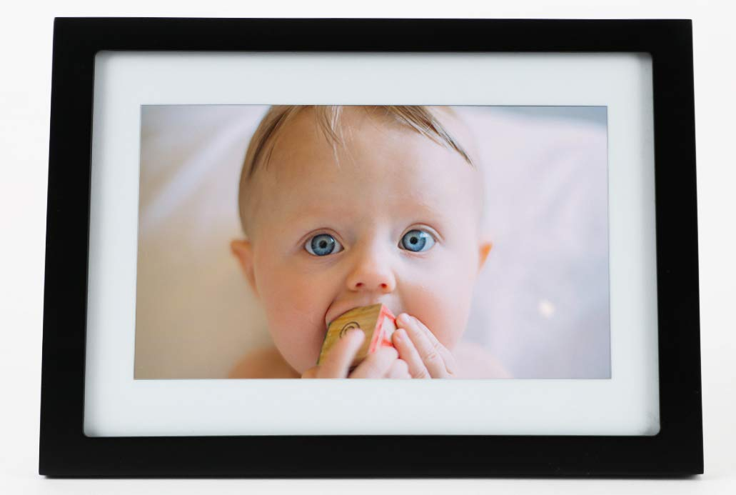 Digital Picture Frame - Cool Gifts for Photographers