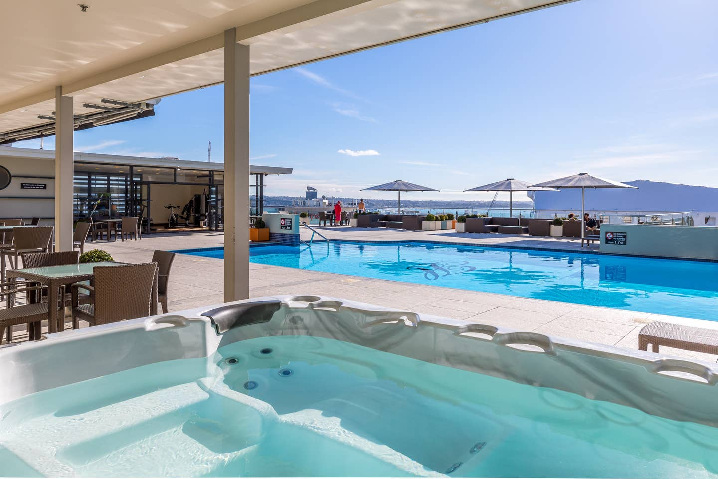 Airbnb in Auckland with Rooftop Pool
