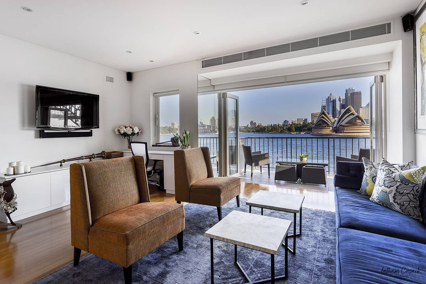 Airbnb in Sydney with view of Opera House