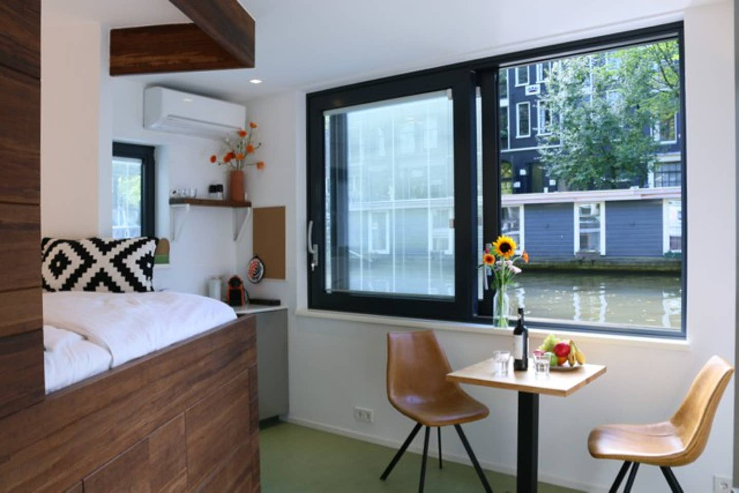 Canal Airbnb Amsterdam
