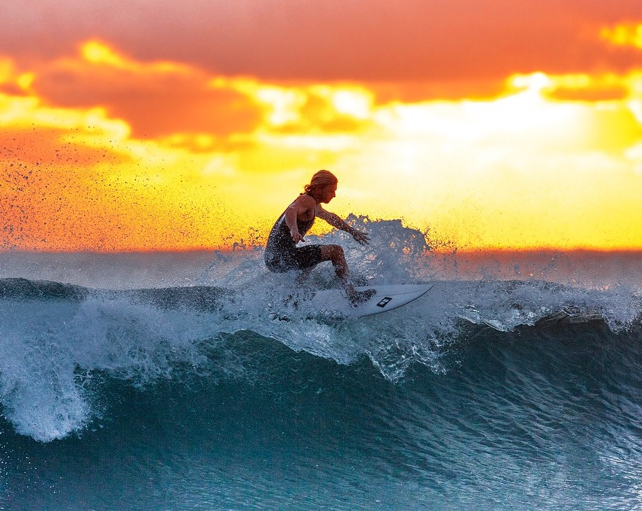 Surfing in Hawaii - BEst Airbnbs in Hawaii