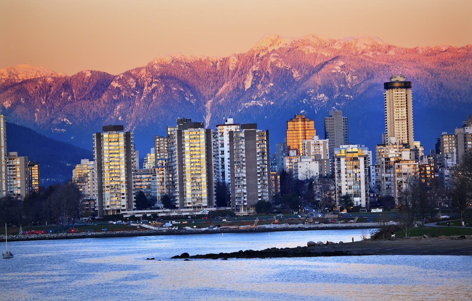 Vancouver Skyline - Best Airbnbs in Vancouver, Canada