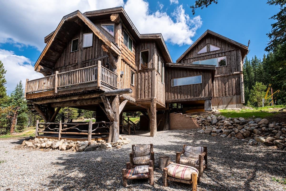 Best Unique Airbnb in Breckenridge - Treehouse Lodge