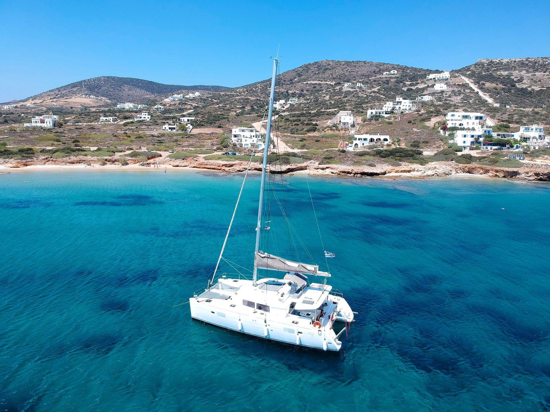 Catamaran Greece - Airbnbs in Santorini