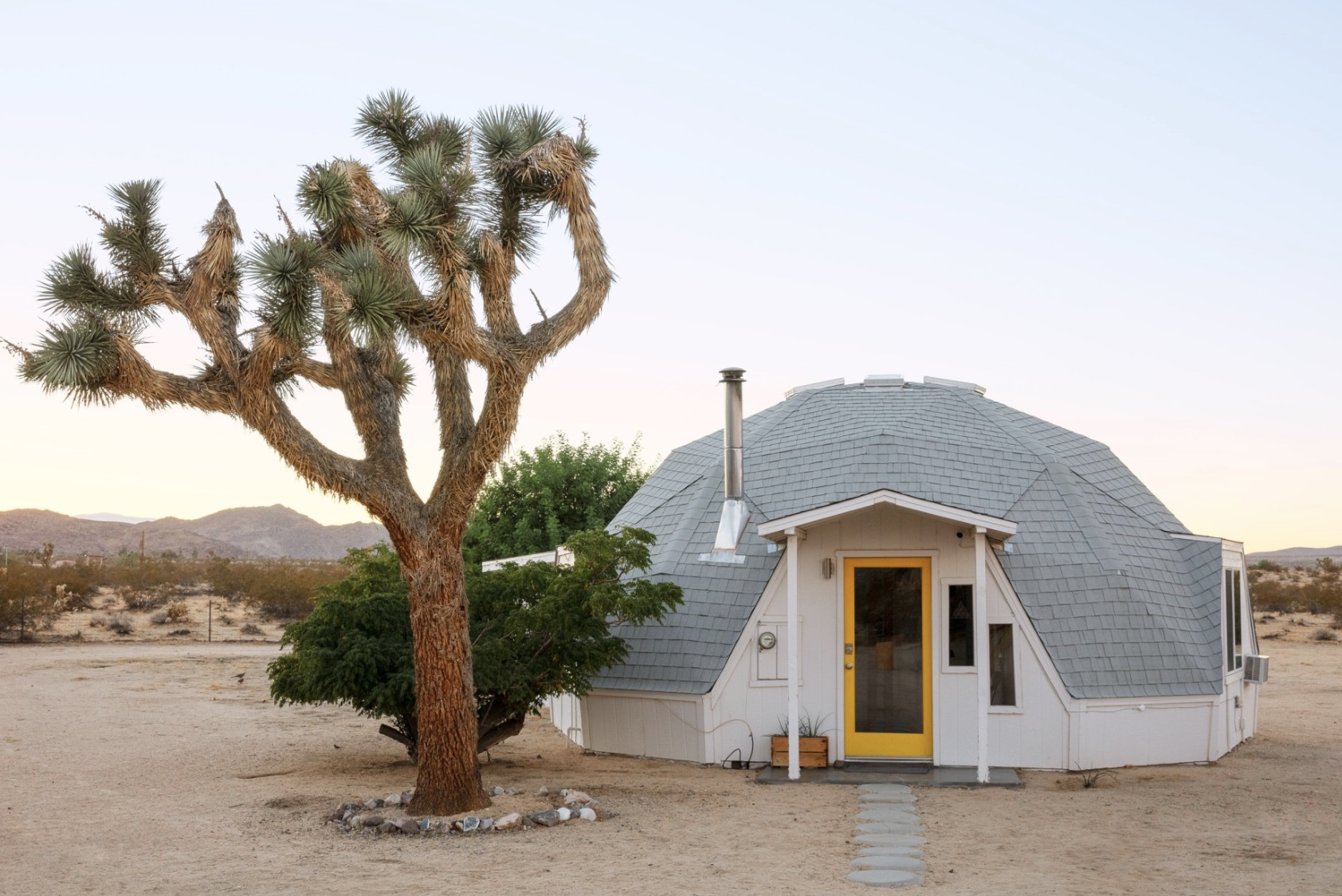Dome in the Desert in Joshua Tree - GLamping Southern California