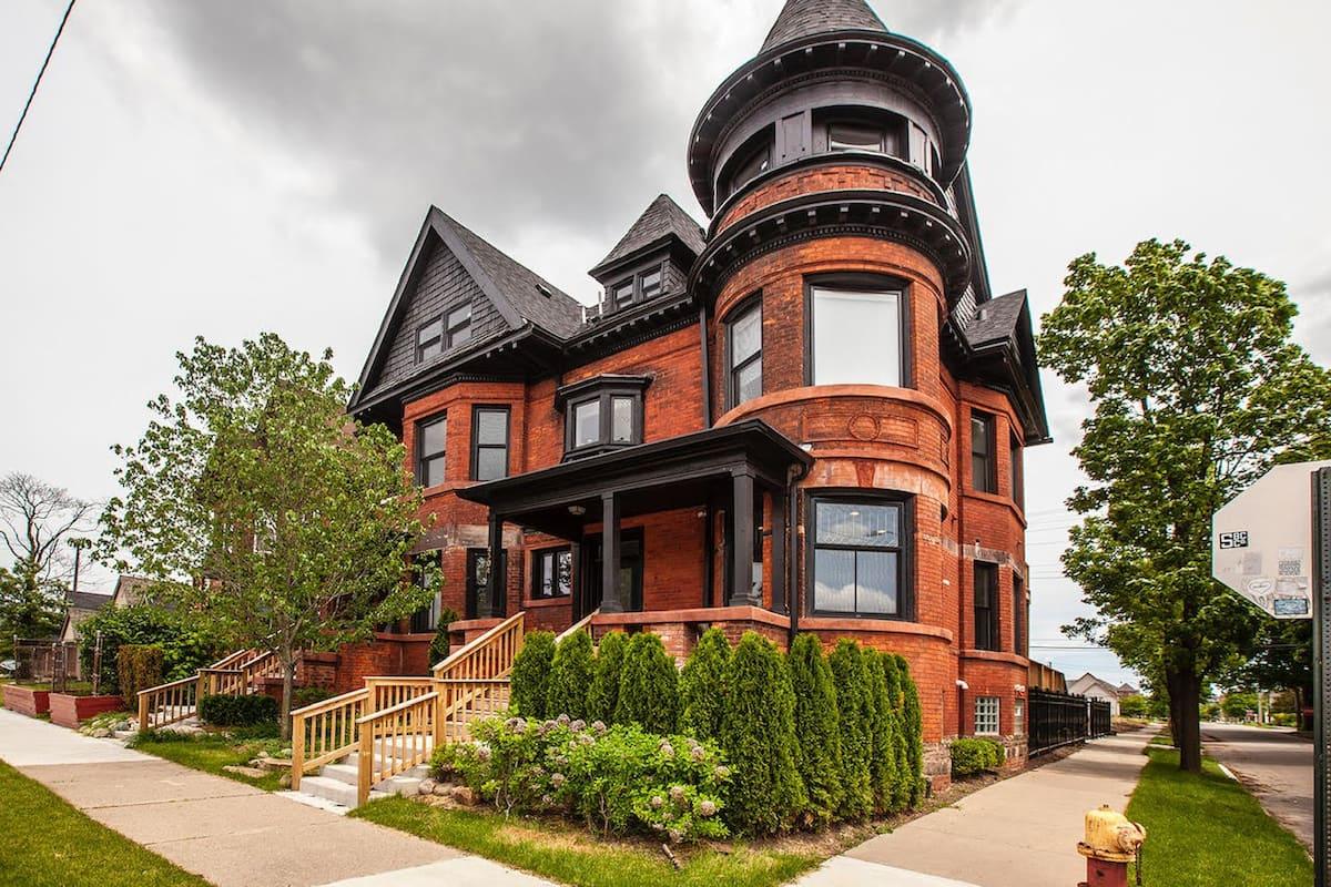 Penthouse Loft Airbnb Detroit