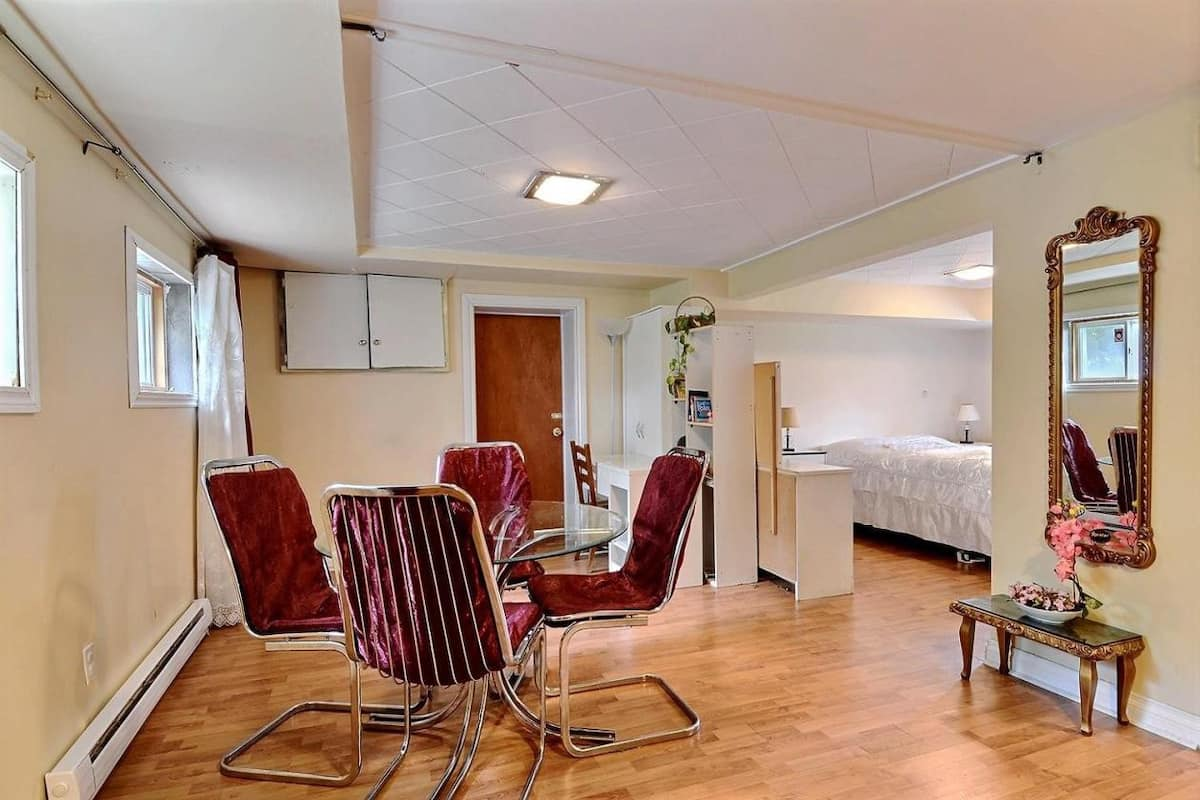 Cheap Airbnb Montreal