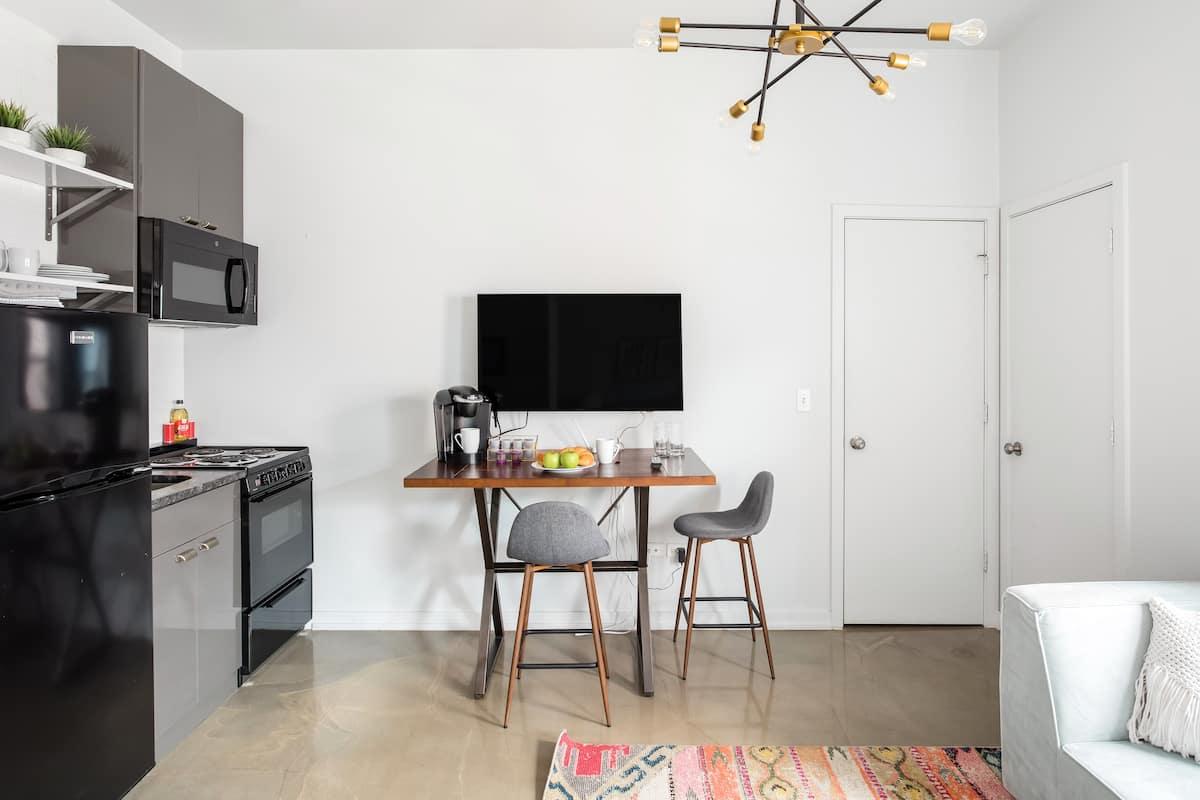 cheap chicago airbnbs
