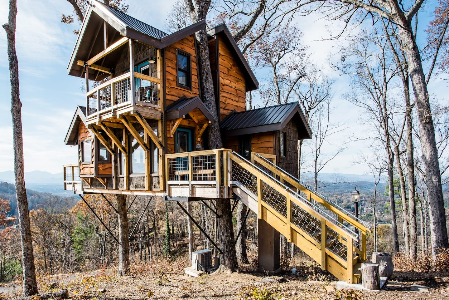 Asheville Treehouse Airbnb - Unique Airbnb North Carolina