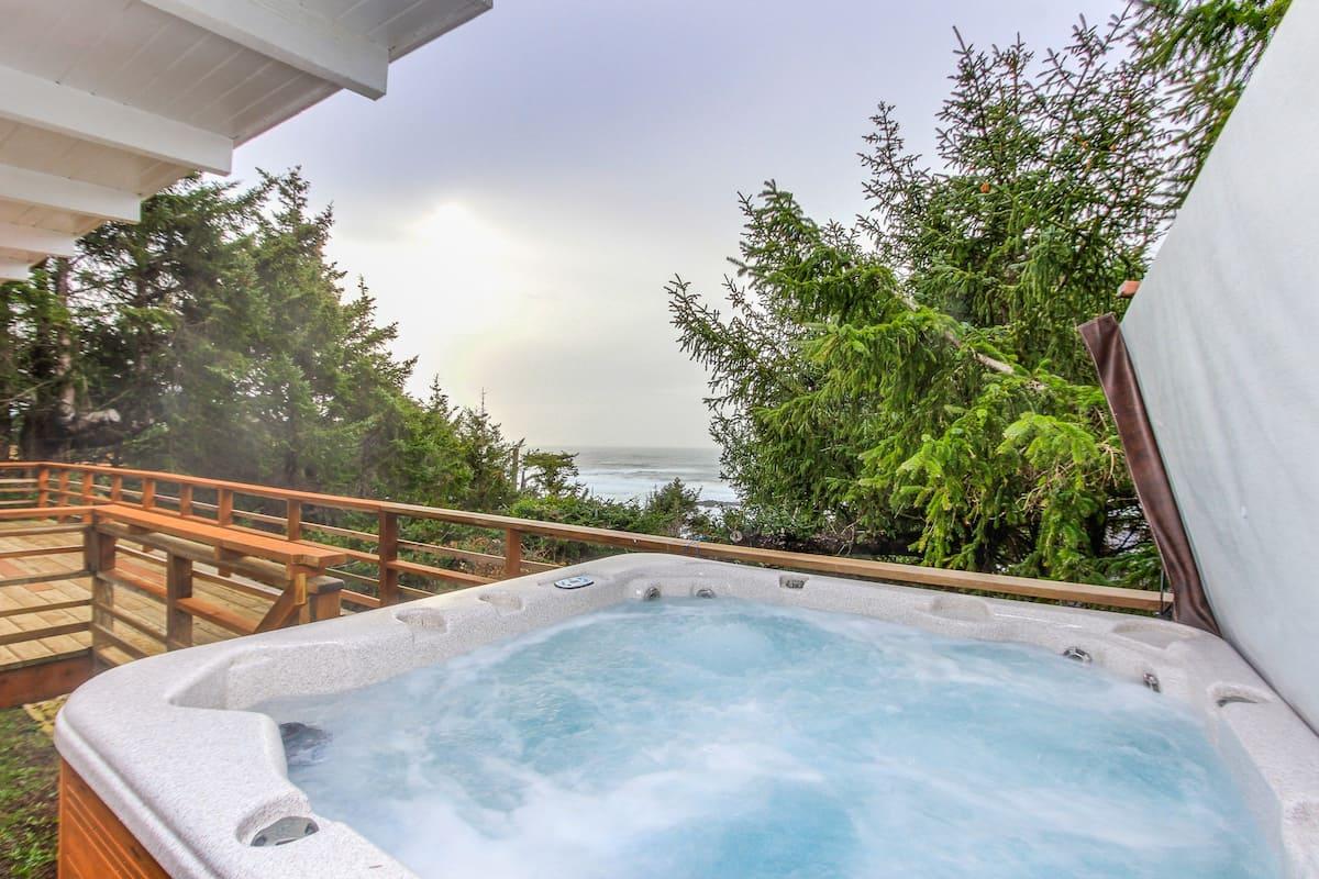 Airbnb Oregon Coast with hot tub