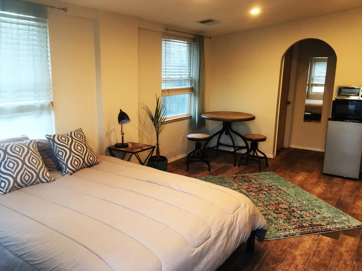 Cozy Downtown Albuquerque Airbnb Studio