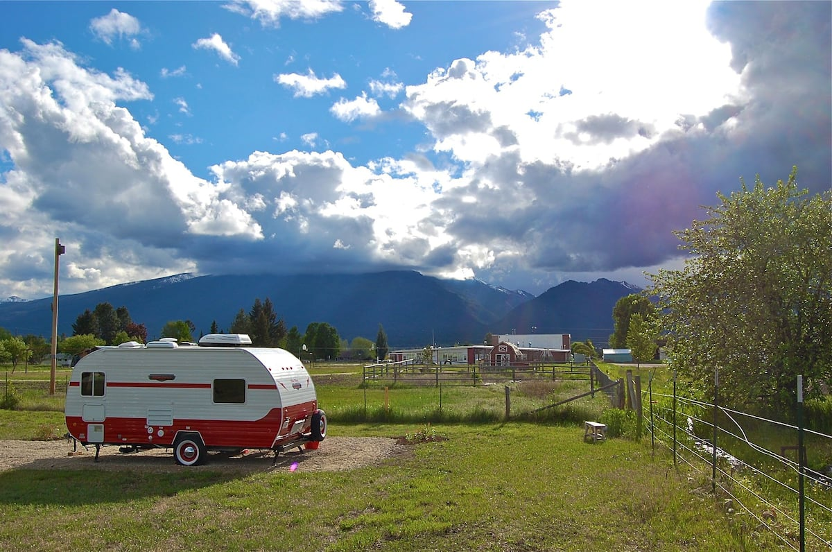 Retro-style Camper with Big Views Montana Glamping