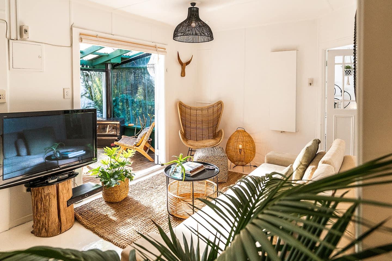 romantic airbnb auckland