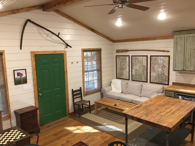 Charlie's farmhouse - Memphis Airbnb