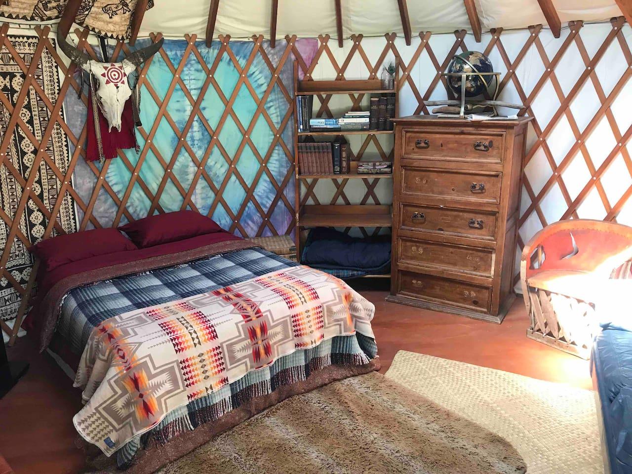 Cozy Yurt on large property in Funky Leucadia