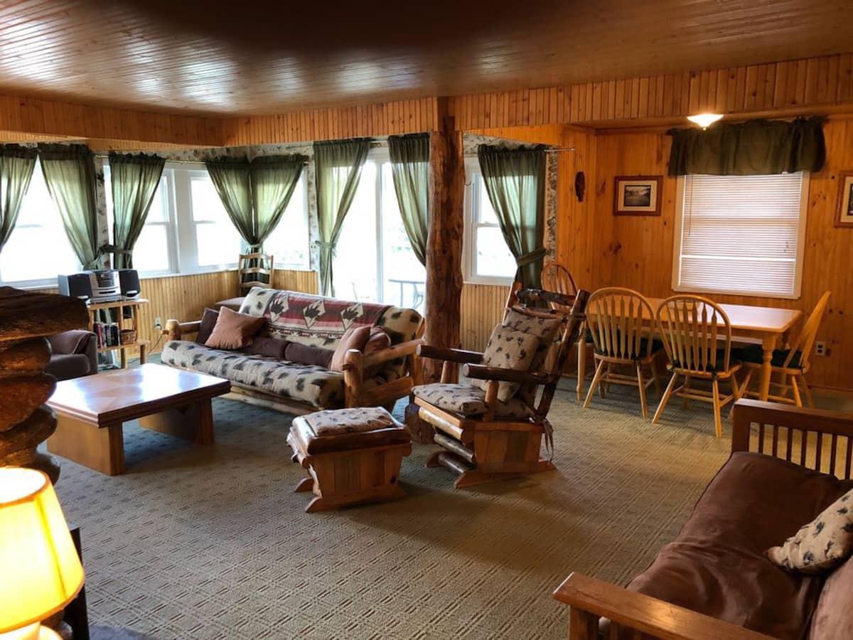 Historic Downtown Cabin - Estes Park Airbnb