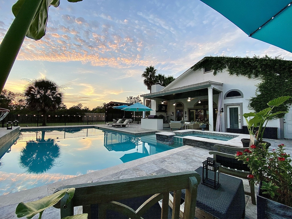 Houston Vacation Rental With Pool and hot Tub