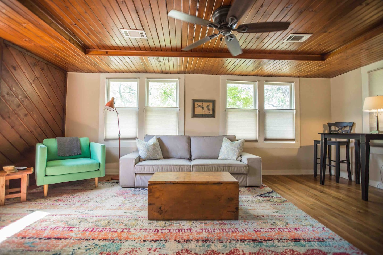 Meg's Loft - Airbnb in Arlington Texas