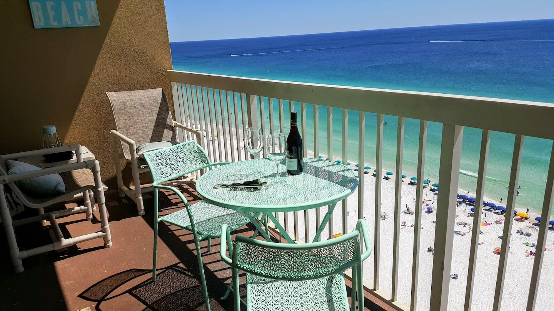 Remodeled Beach Condo - Destin FL Airbnb Oceanfront