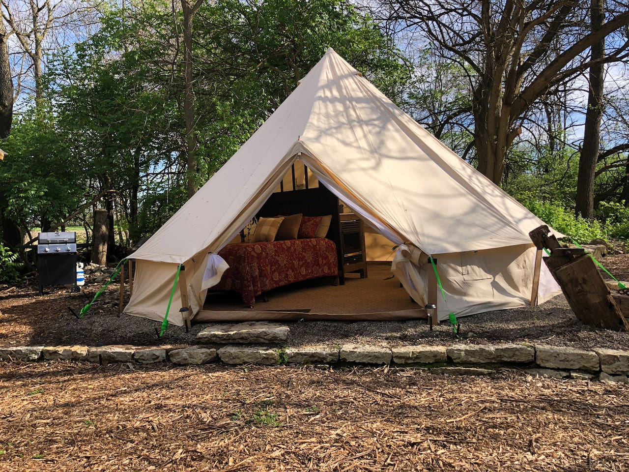 Yurt Glamping - Secluded Retreat