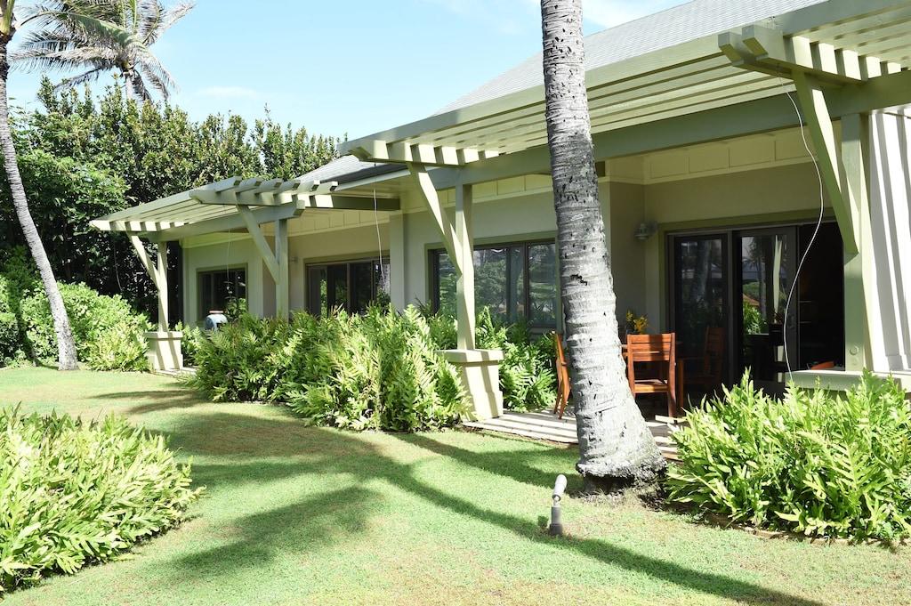 oahu honolulu hawaii luxury honeymoon suite