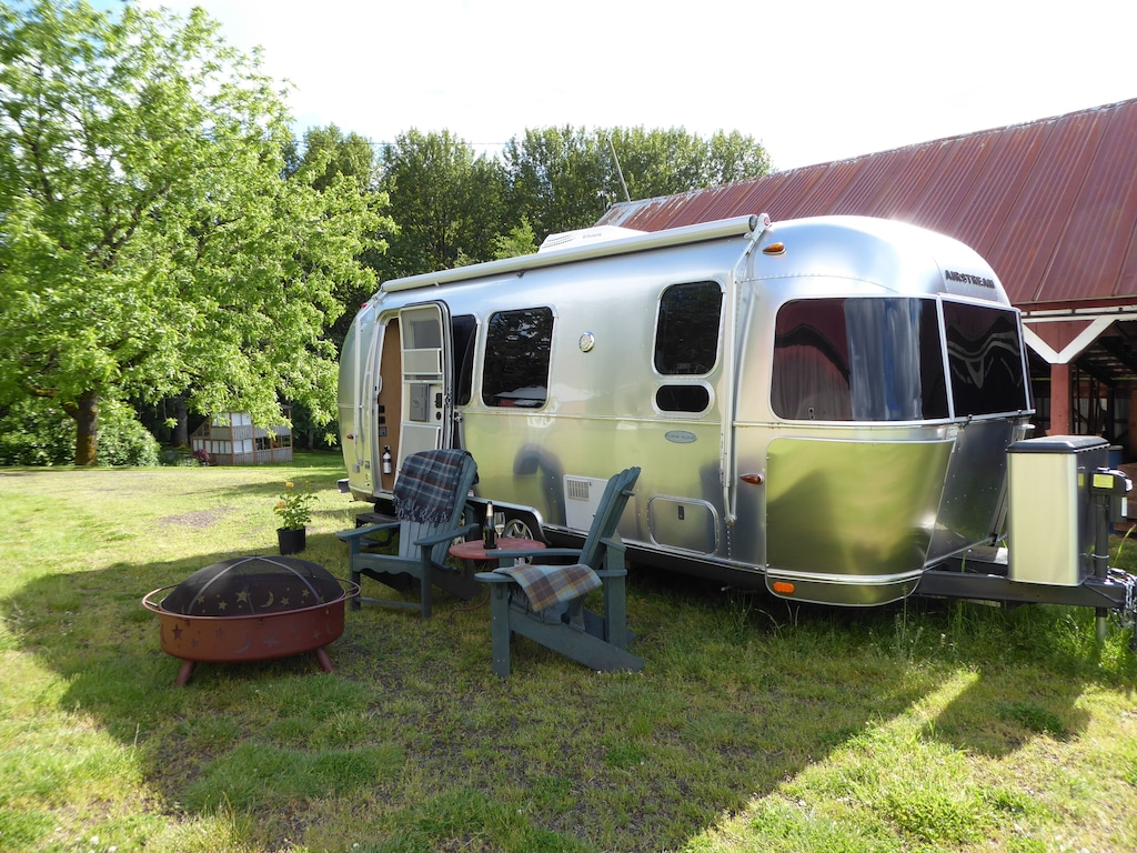 oregon glamping romantic getaway airstream
