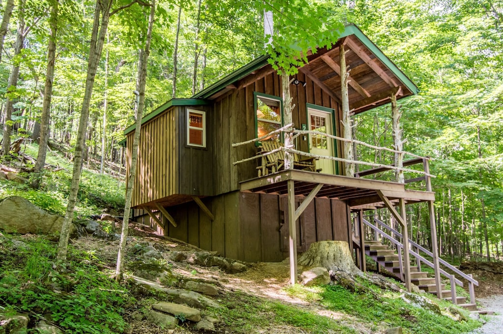 west virginia mountains charming treehouse glamping