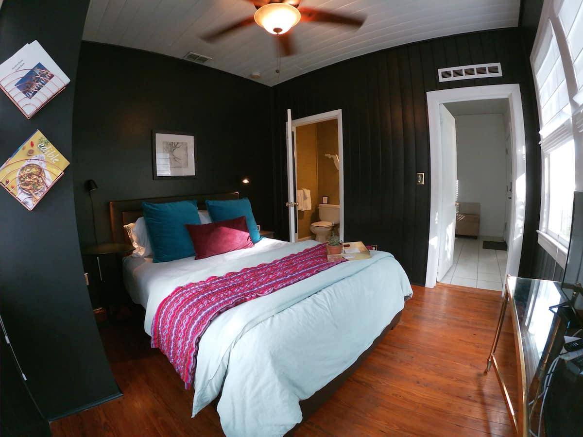 Hendrix Room In Historic Riverside - Airbnb-Jacksonville-FL