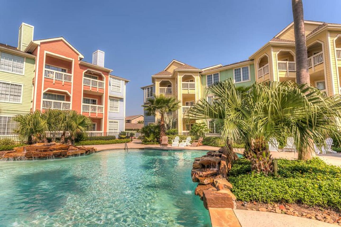 Luxurious Condo with Beach View, Pool & Hot Tub!
