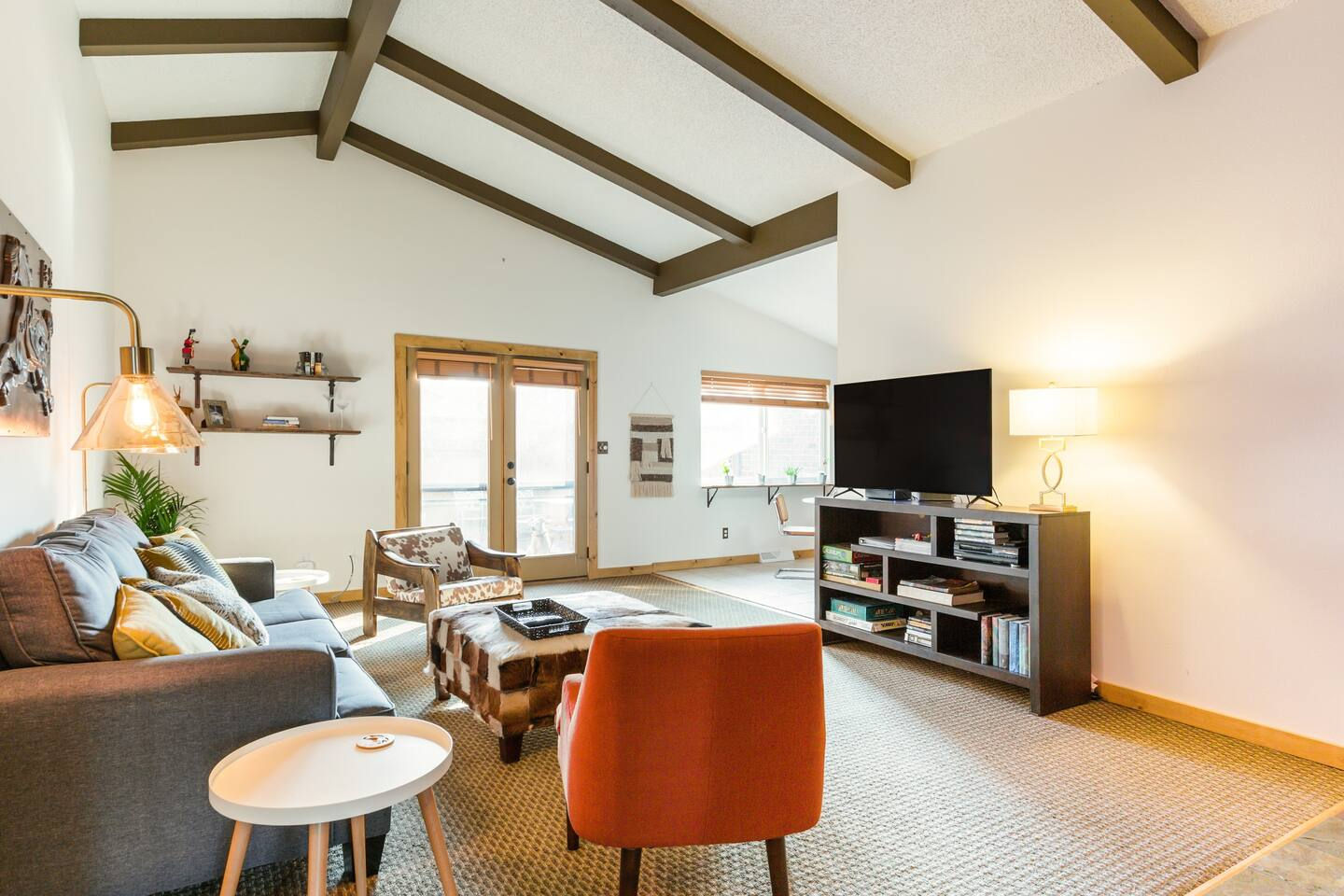 Savor the Mountain Vibes at This Stylish Retreat Home - Airbnb in Boulder