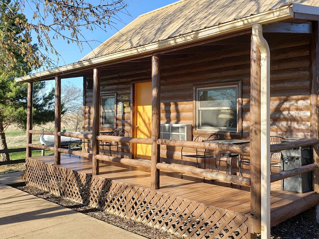 beautiful log cabin the drake on 182 acres