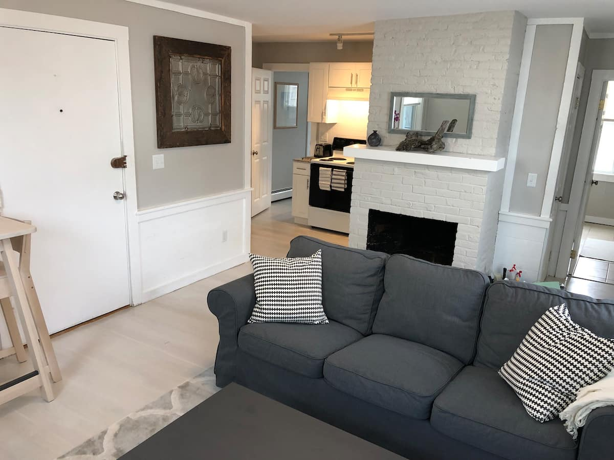 renovated Airbnb Salem downtown 1 bedroom