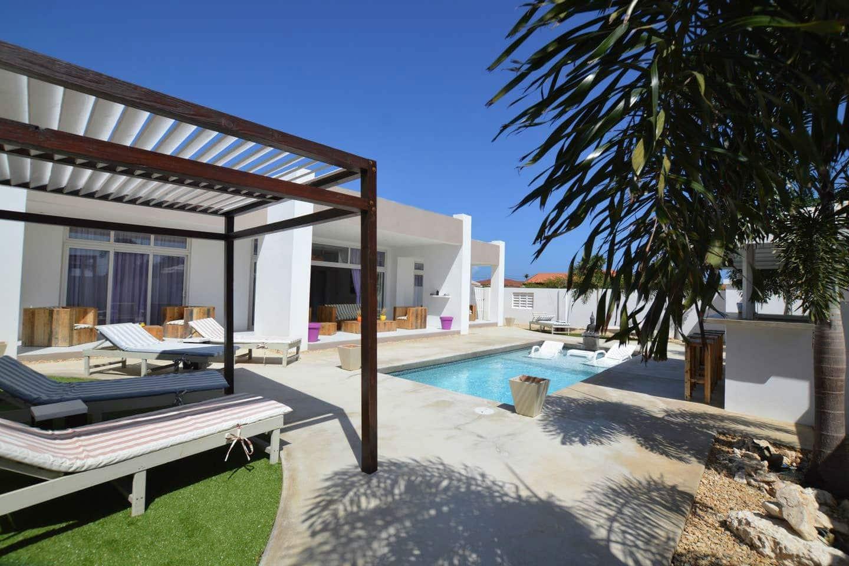 Aruba Airbnb Villa with Pool