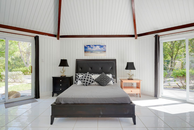 Beachfront Airbnb Bahamas