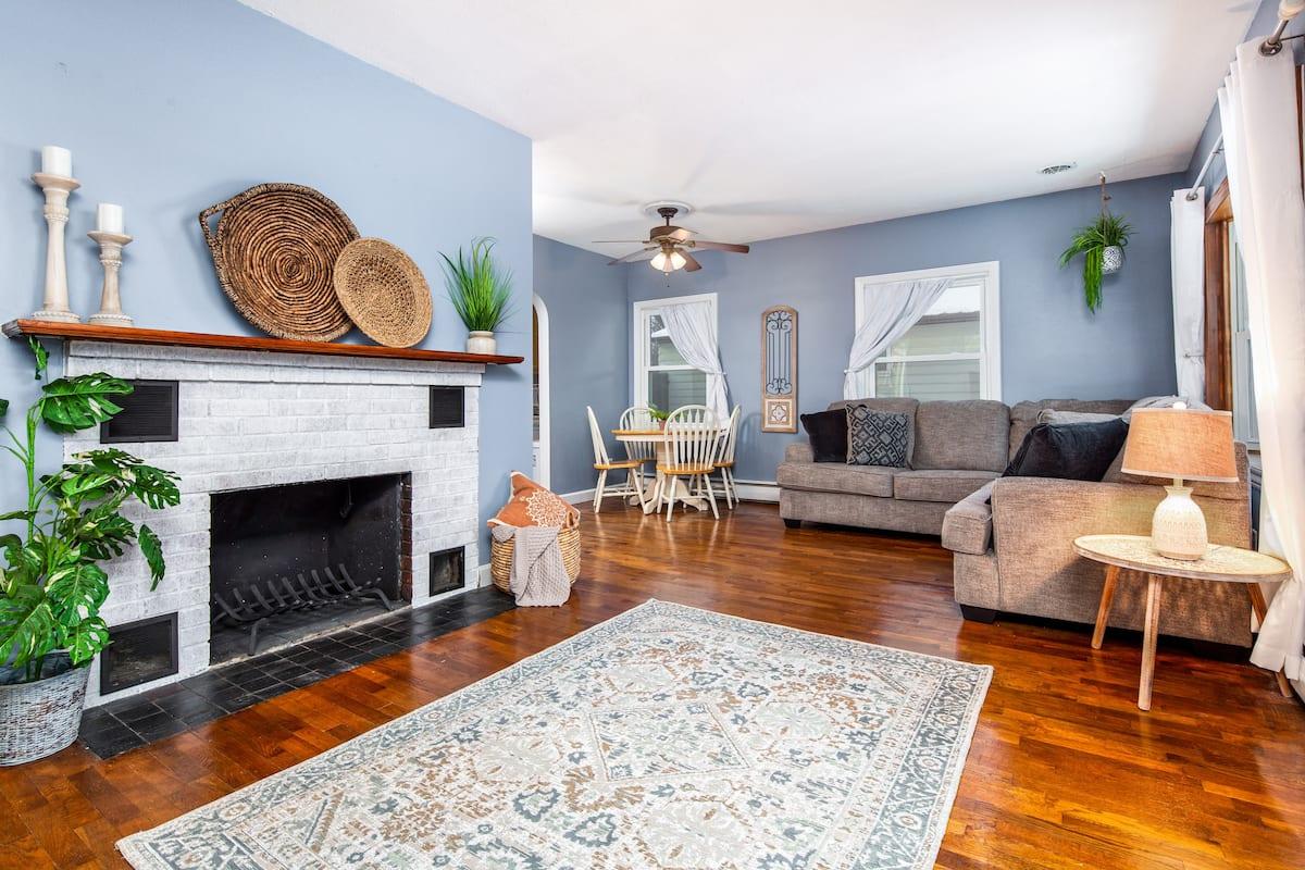 Best Airbnb in Lansing, Michigan