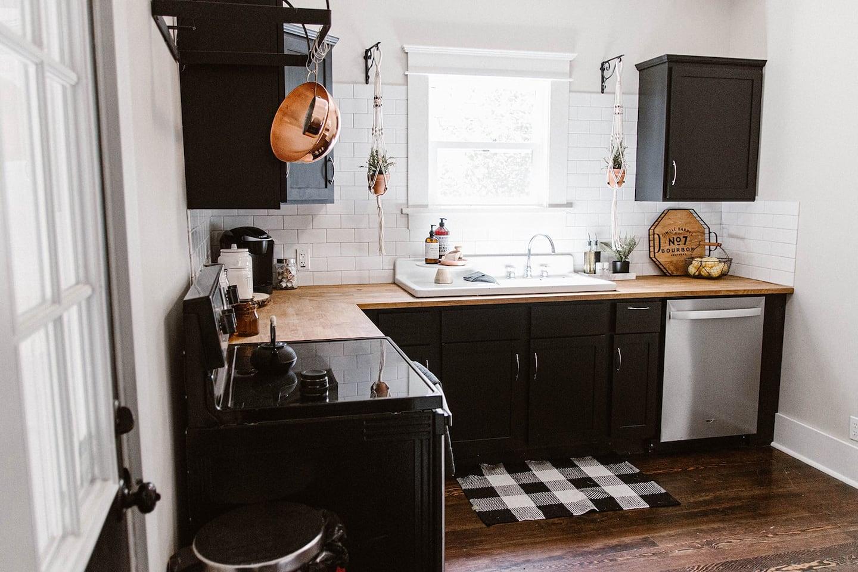 Charming Kalamazoo Bungalow- Airbnb in Michigan