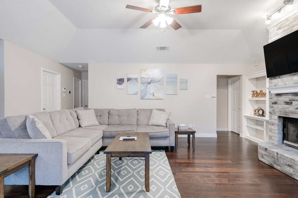 Elegant Urban Cottage in the Heart of IrvingElegant Urban Cottage in the Heart of Irving Dallas Airbnb