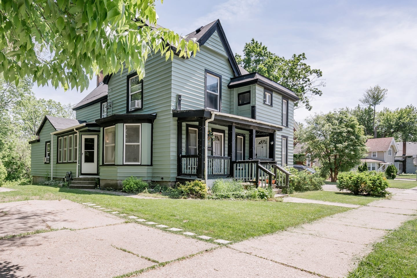 Historic Home near Downtown Ypsilanti - Best Airbnbs in Michigan