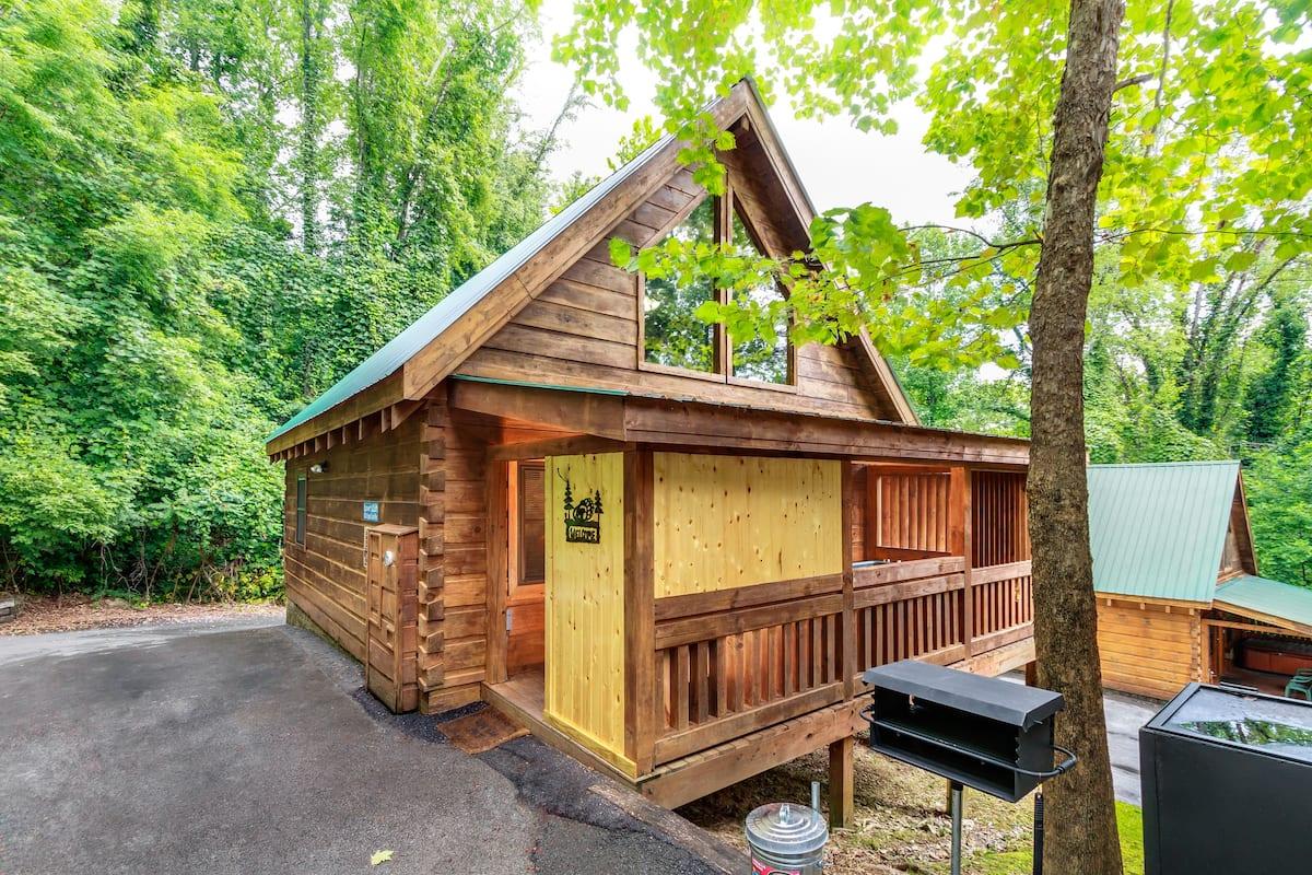 Lover's Loft - Romantic Airbnb Gatlinburg TN
