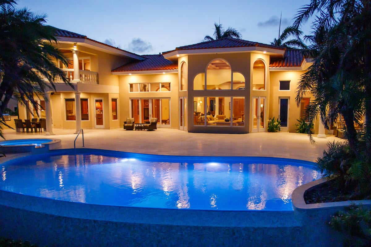 Luxury Airbnb Bahamas