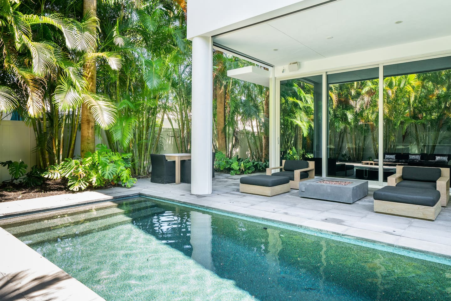 Luxury-Airbnb-Florda-With-Pool