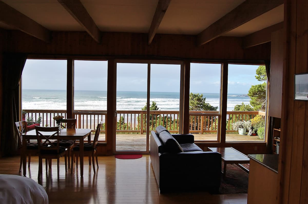 Oregon Oceanfront Cottage with Amazing Views