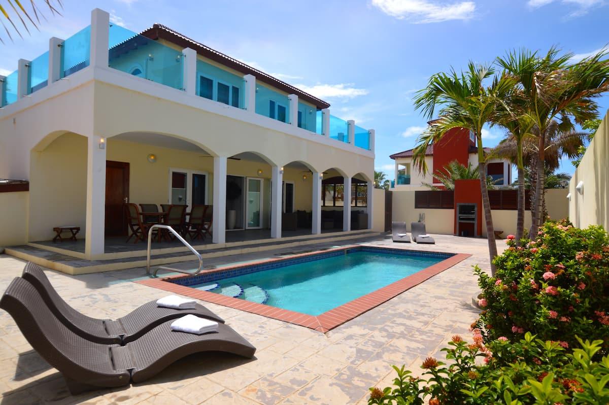 Private Luxury Villa Airbnb in Aruba for groups
